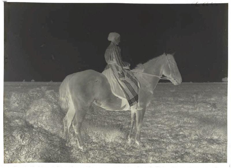 Femme à cheval_0