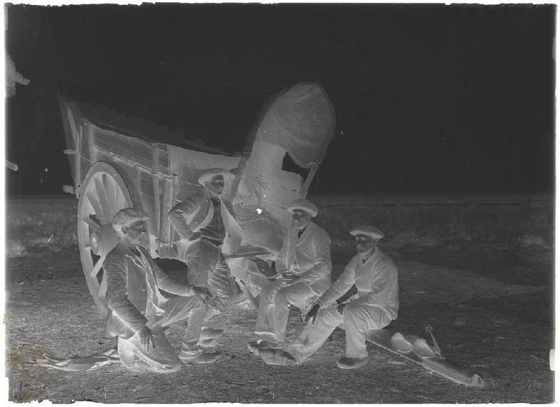 Bouviers de Sore, à la lagune des Cabanious ; Hommes près d'un bros (titre attribué)_0