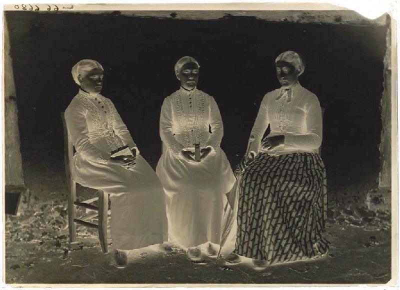 Femmes assises_0