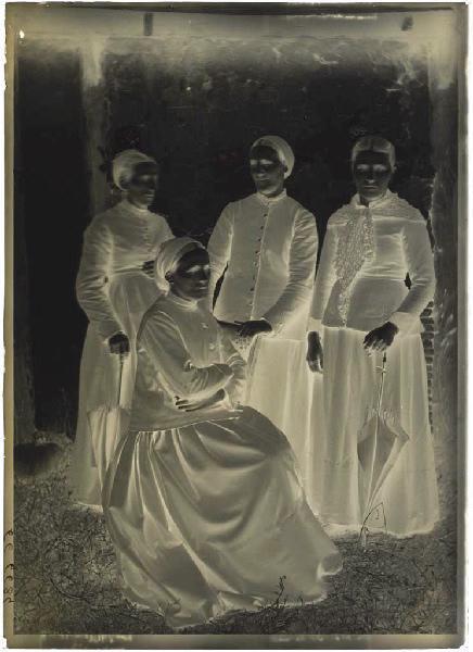 ARNAUDIN Félix (photographe) : Groupe de femmes