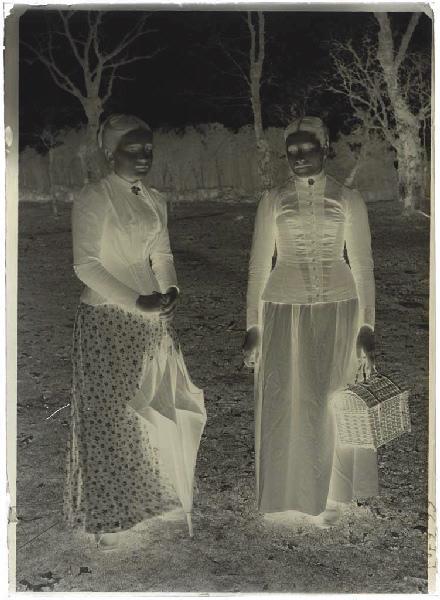 ARNAUDIN Félix (photographe) : Jeunes femmes