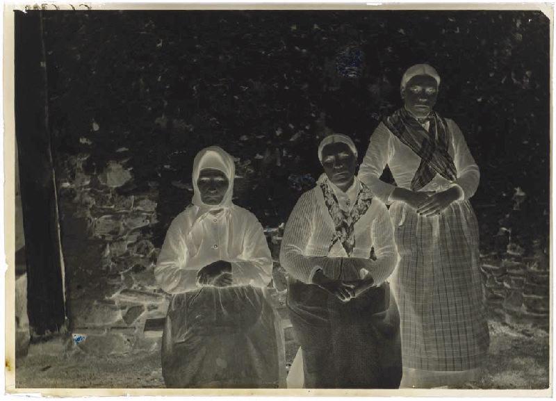 Marie Souet, de Moustey, sa mère, sa fille ; Trois femmes (titre attribué)_0