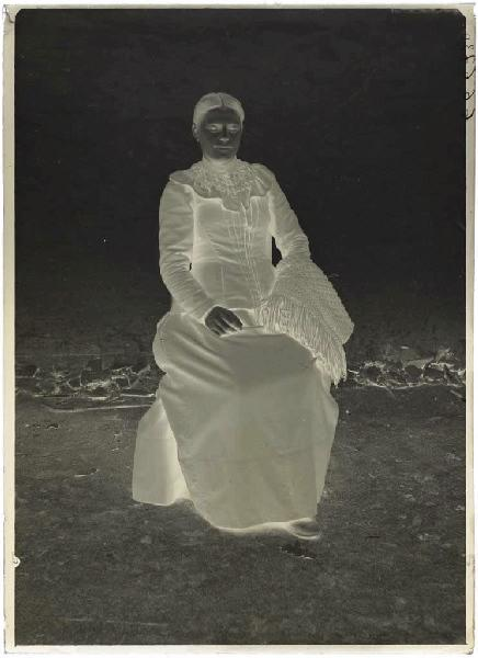 ARNAUDIN Félix (photographe) : Femme assise