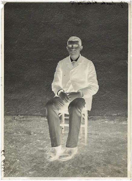 ARNAUDIN Félix (photographe) : Homme assis