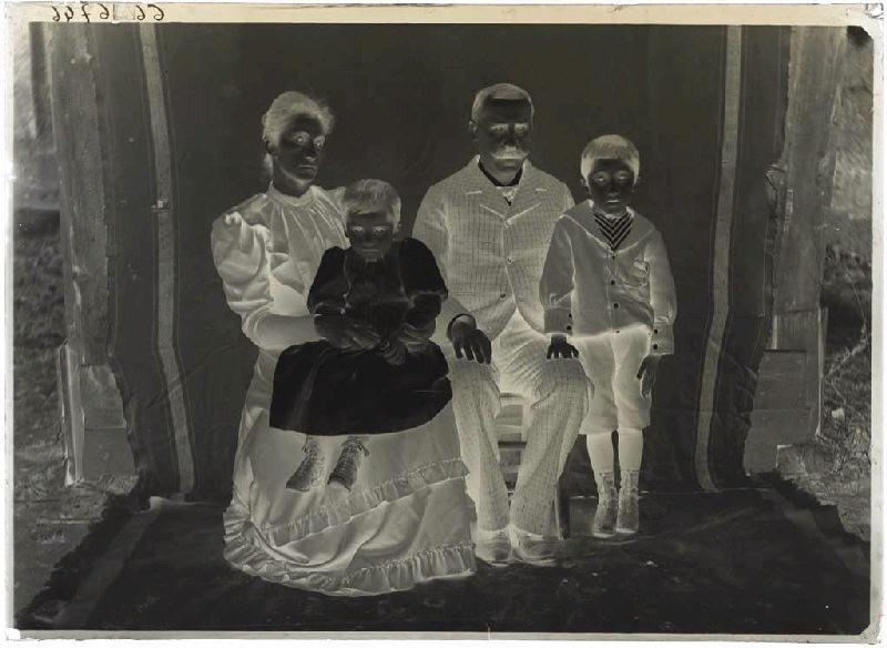 Portrait de famille (Voir cliché n° 66.27.2583)_0