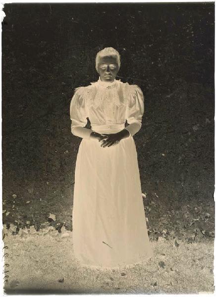 ARNAUDIN Félix (photographe) : Femme (Voir cliché n° 66.27.2605)