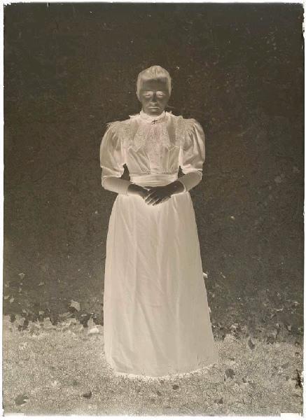ARNAUDIN Félix (photographe) : Femme (Voir cliché n° 66.27.2604)