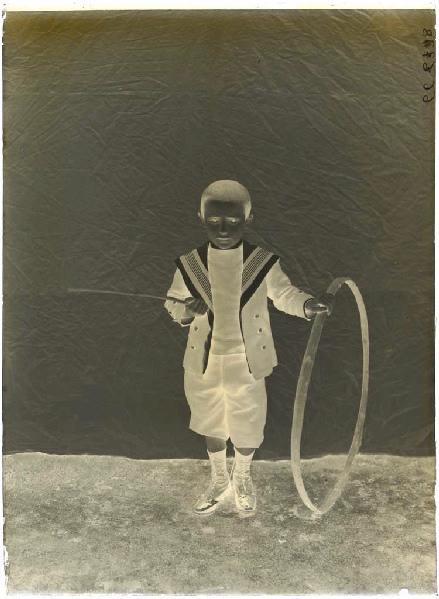 Enfant au cerceau_0