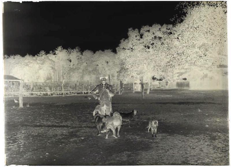 M. Dudou et ses chiens_0