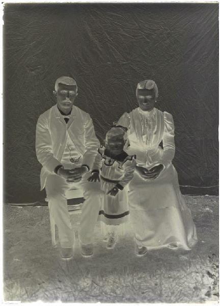 Portrait de famille (Voir cliché n° 66.27.2643)_0