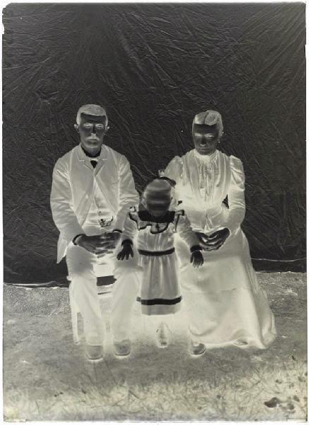 Portrait de famille (Voir cliché n° 66.27.2639)_0