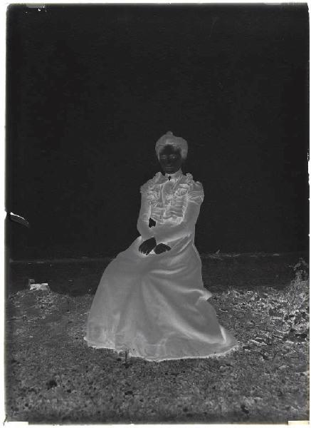Femme assise (Voir cliché n° 66.27.2660 et 2661)_0