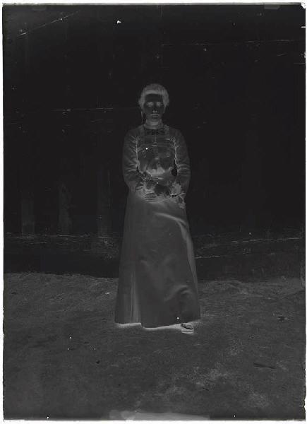 ARNAUDIN Félix (photographe) : Jeune femme (Voir n° 66.27.2669)