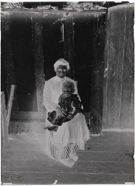 ARNAUDIN Félix (photographe) : Louise Remazeilles et son enfant