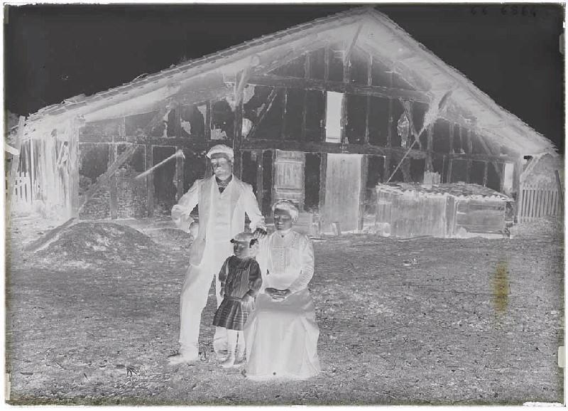 ARNAUDIN Félix (photographe) : Jeanne Salem, son mari et sa fille