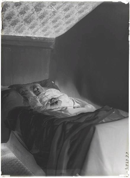 Marie sur son lit de mort_0