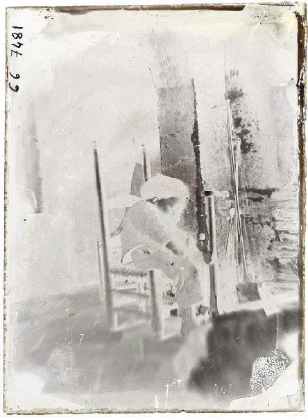 Camille enfant, neveu de Félix Arnaudin ; Enfant endormi devant une cheminée (titre attribué)_0