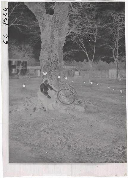 Femme et son vélo_0