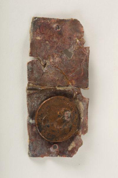 Tablette, pendentif, amulette, monnaie_0