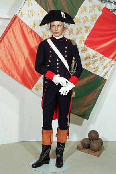 Costume (ensemble), pantalon, gilet, bicorne, gant, épée_0