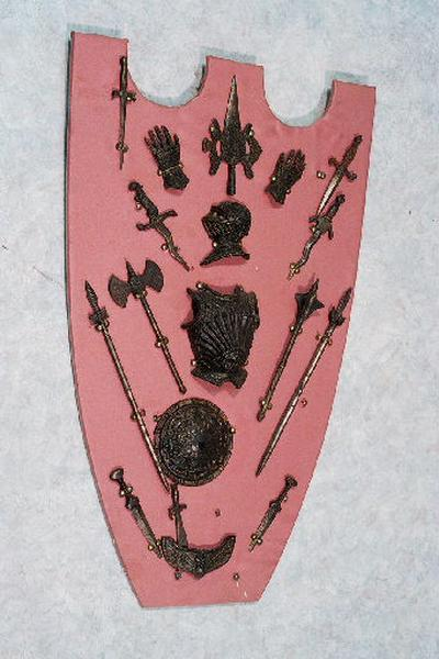 panoplie d'armes miniatures