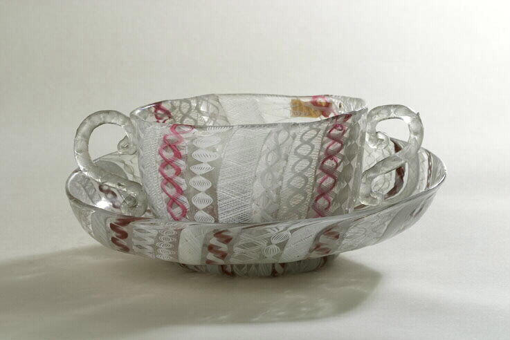 anonyme (verrier) : tasse, soucoupe
