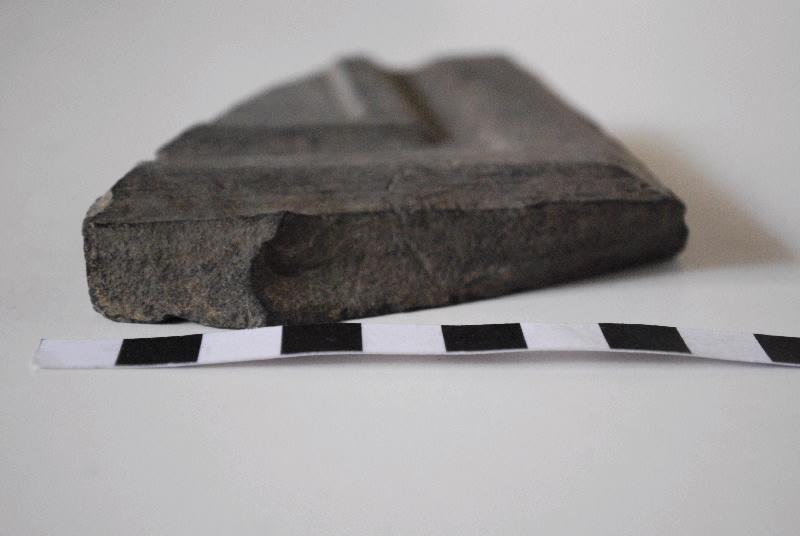 anonyme (sculpteur) : Fragment de cadre de panneau taillé et mouluré