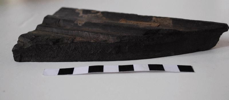 Fragment de bordure de cadre de panneau taillé et mouluré