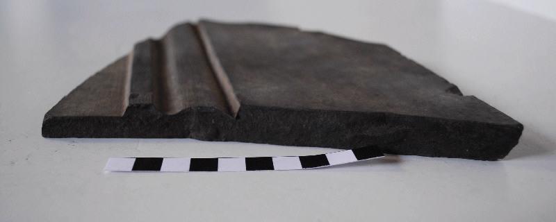 anonyme (sculpteur) : Fragment de bordure de panneau taillé et mouluré