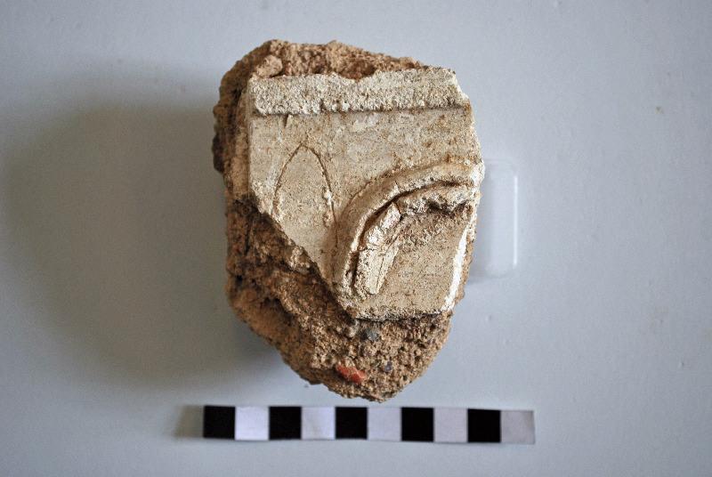 anonyme : Fragment de stuc présentant une frise de feuilles