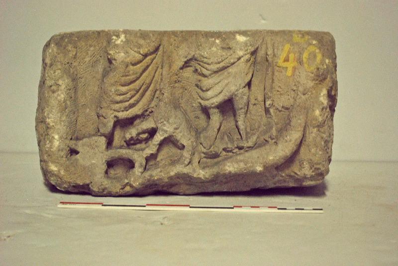 bas-relief : Dieux au chien et serpent ailé