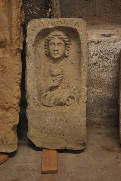 Stèle féminine et AMVLA_0