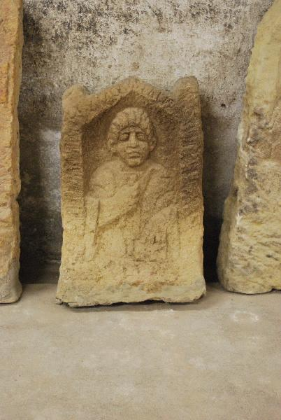 Stèle à inscription AVGVSTALIS_0