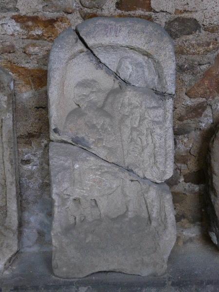 anonyme (sculpteur) : Stèle dite à l'enfant, parent et chien