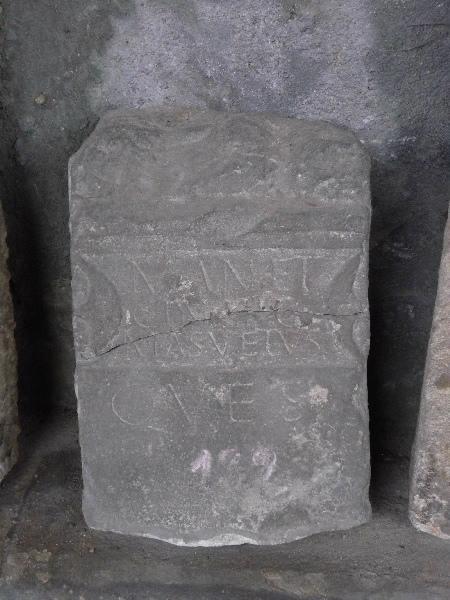 Stèle au croissant et MANET / CIN NIC / MASVETVS / QVES_0