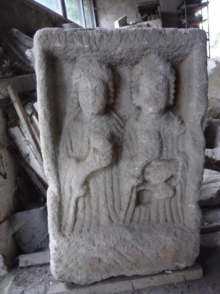 Stèle aux deux femmes et MODESTILA AMANT_0
