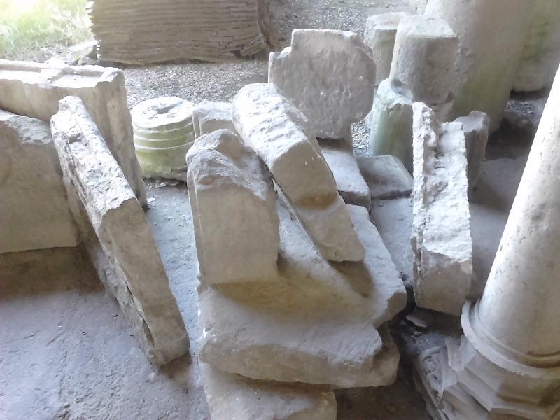 anonyme (sculpteur) : élément d'architecture, fragment (10), entablement, colonne