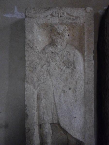 Stèle à inscription D CANDID... D_0