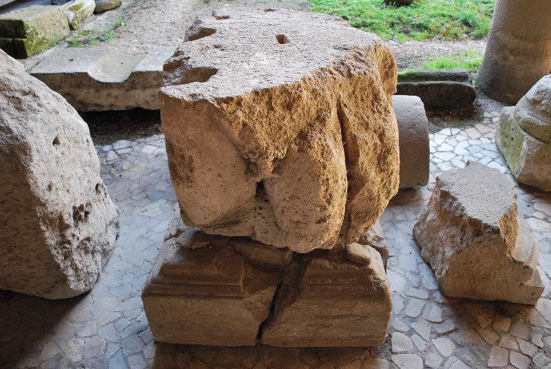 Fragment statuaire à l'homme nu_0