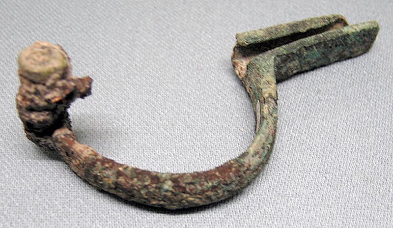 fibule (cruciforme)