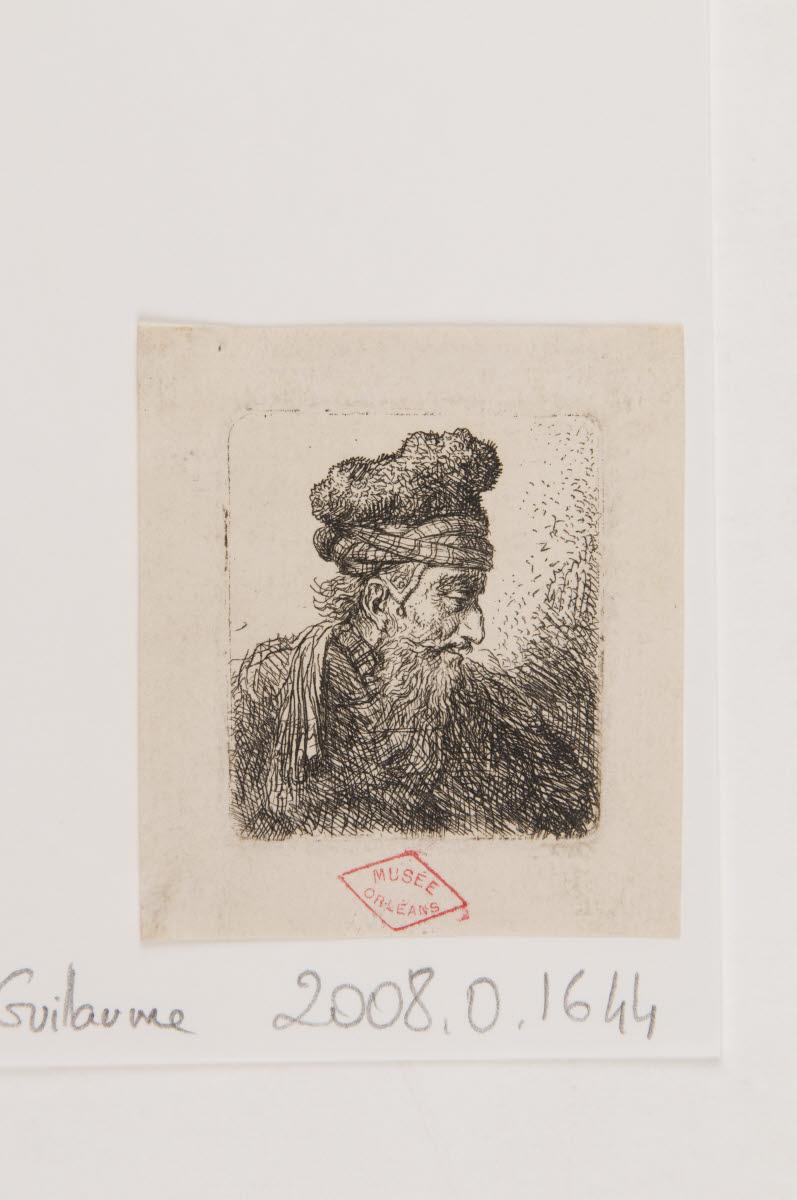 Tête d'homme barbu coiffé d'une toque de profil_0