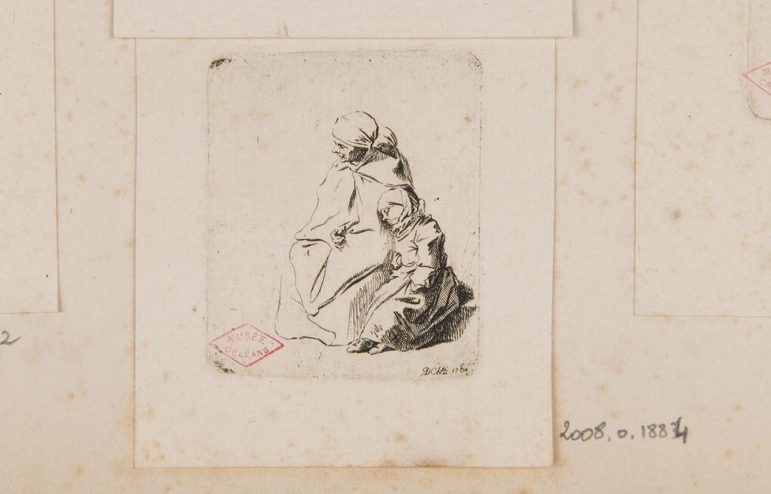 Femme assise et deux enfants endormis_0