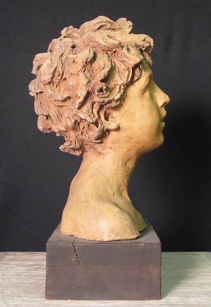 PUECH Denys (sculpteur) : Enfant les yeux levés au ciel