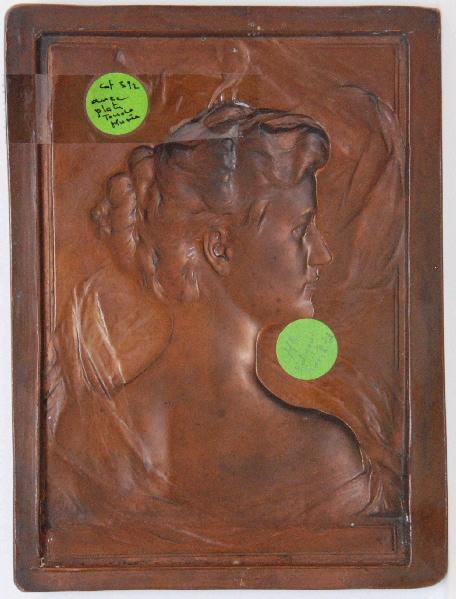 PUECH Denys (sculpteur) : Mademoiselle Edmond de Rothschild (Bas relief)
