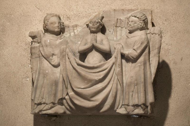 Deux anges emportant l'âme d'un évêque au Paradis_0