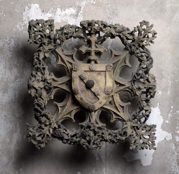 Clef de voûte aux armoiries de Bernard de Rousergue (ou de Rosier) (Archevêque de Toulouse (1451-1474) Titre cartel 2007) ; Applique de clef de voûte aux armoiries de Bernard de Rousergue, Archevêque de Toulouse (1451-1474) (Ancien titre )_0