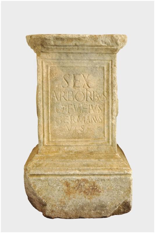 Autel votif dédié au dieu Six Arbres_0