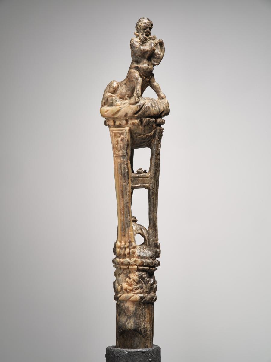 Manche sculpté au centaure jouant de la lyre_0