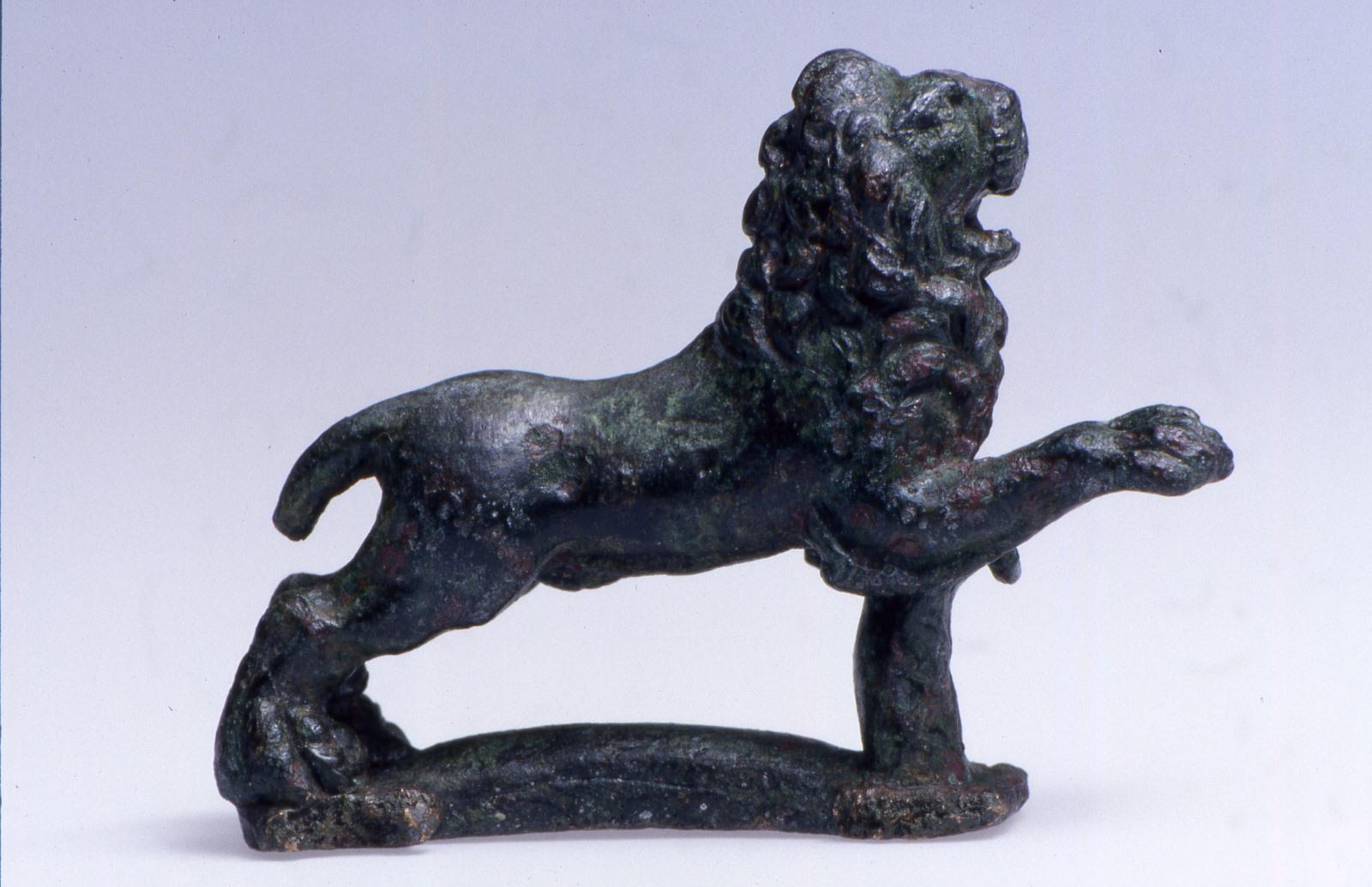 Lion bondissant_0