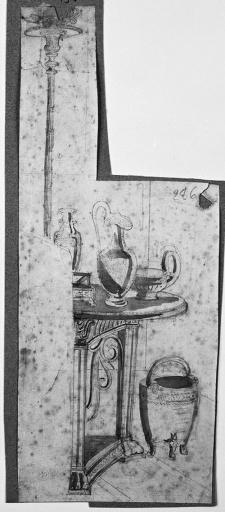 Guéridon antique (Chargé d'aiguières, avec un grand candélabre à côté)_0